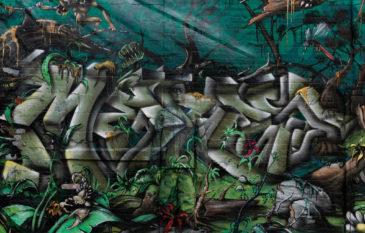 """Artista Liu Bolin conhecido como """"Homem Invisível"""""""