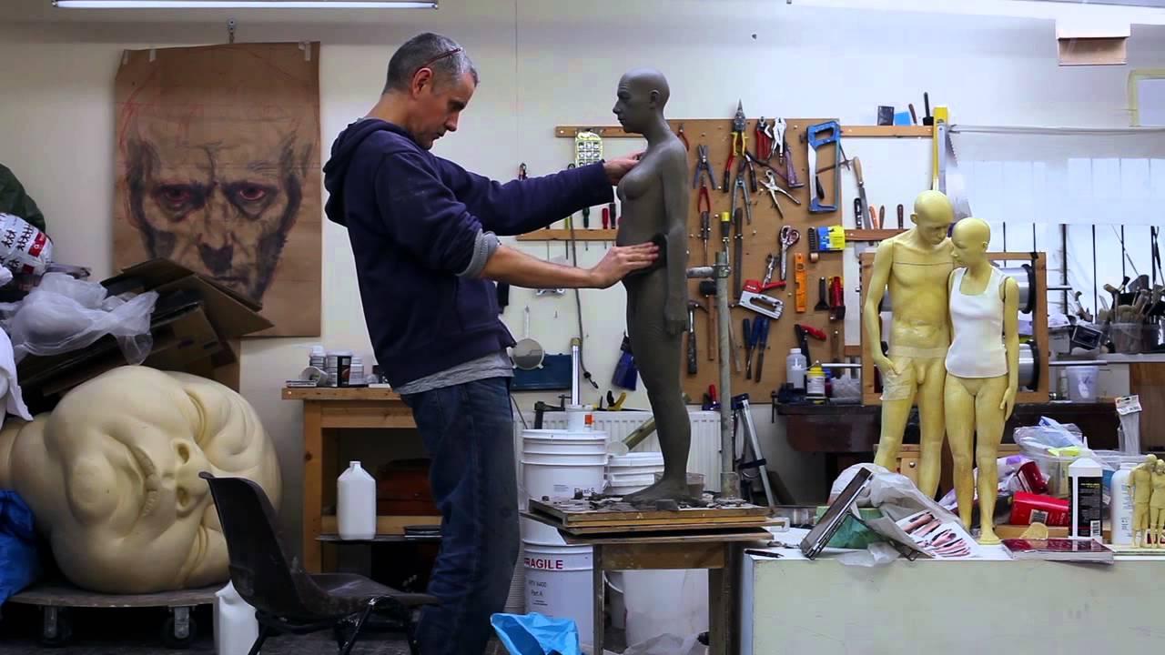 foto-gautier-deblonde-and-escultura-ron-mueck