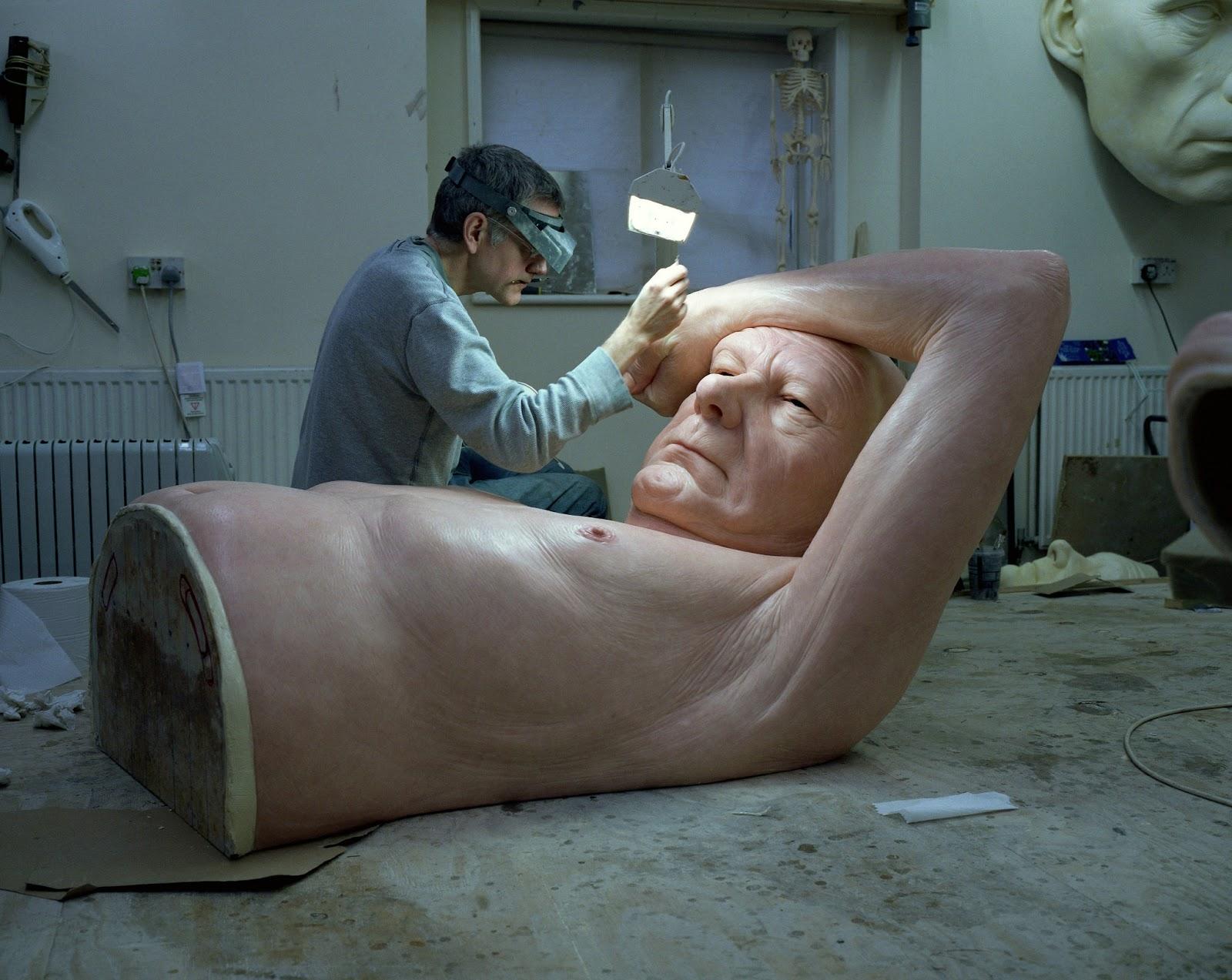 photo-gautier-deblonde-and-sculptor-ron-mueck