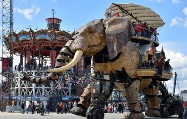 "Esculturas vivas e gigantes de ""La Machine"""
