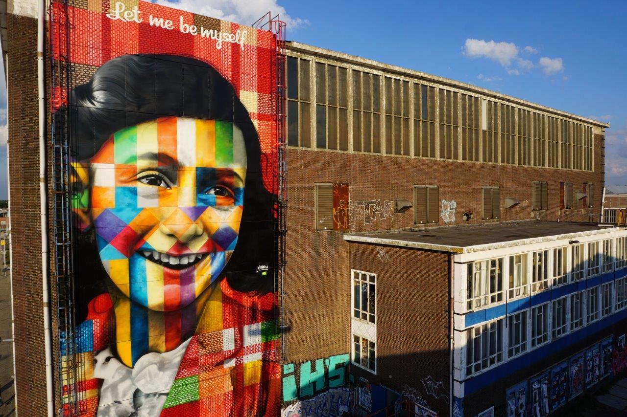 mural-let-me-be-myself-de-kobra-sobre-anne-frank-em-amsterda%cc%83-1