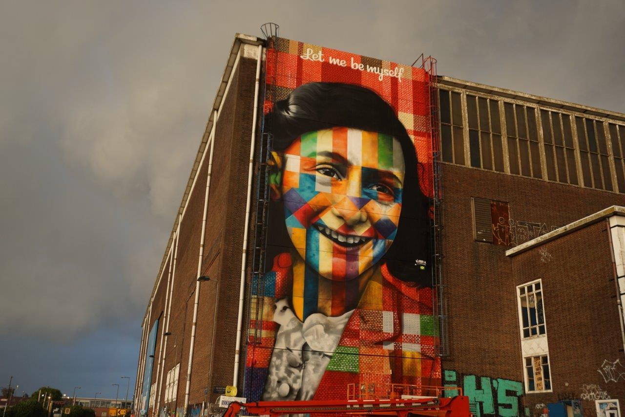 mural-let-me-be-myself-de-kobra-sobre-anne-frank-em-amsterda%cc%83-11