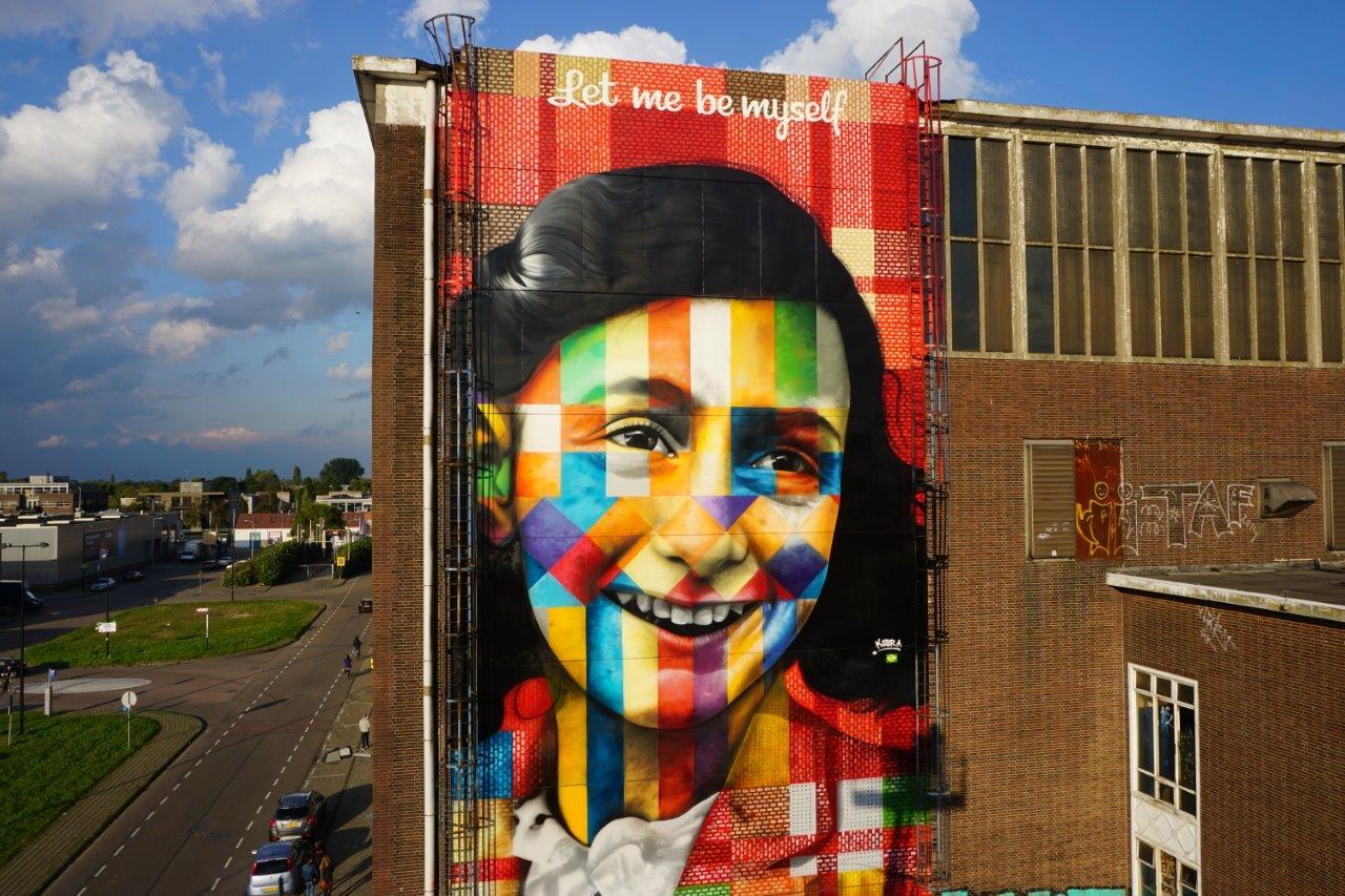 mural-let-me-be-myself-de-kobra-sobre-anne-frank-em-amsterda%cc%83-2