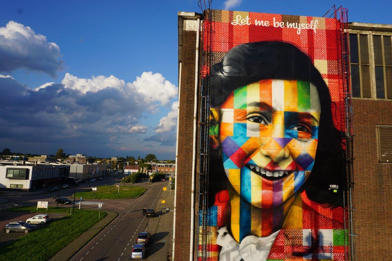 mural-let-me-be-myself-de-kobra-sobre-anne-frank-em-amsterda%cc%83-7